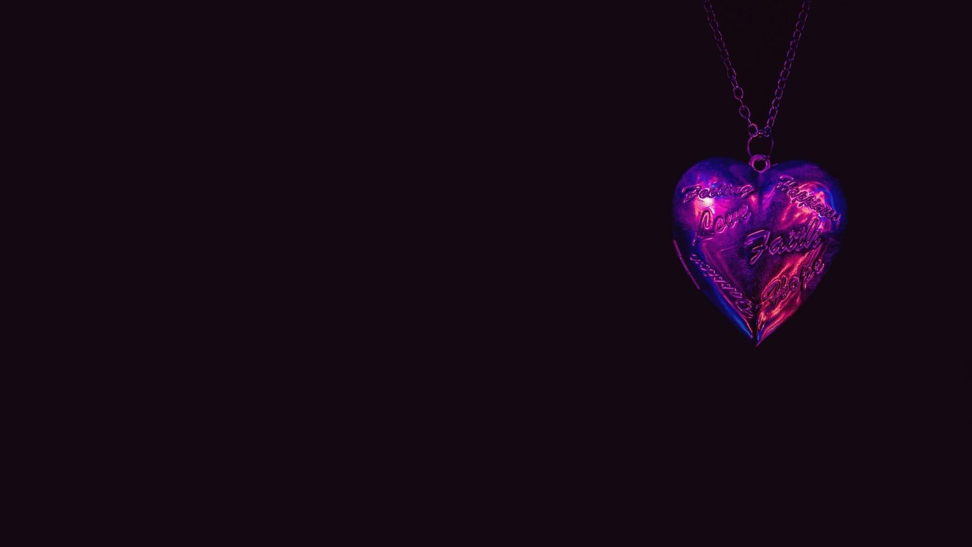 Ảnh nền dây chuyền trái tim