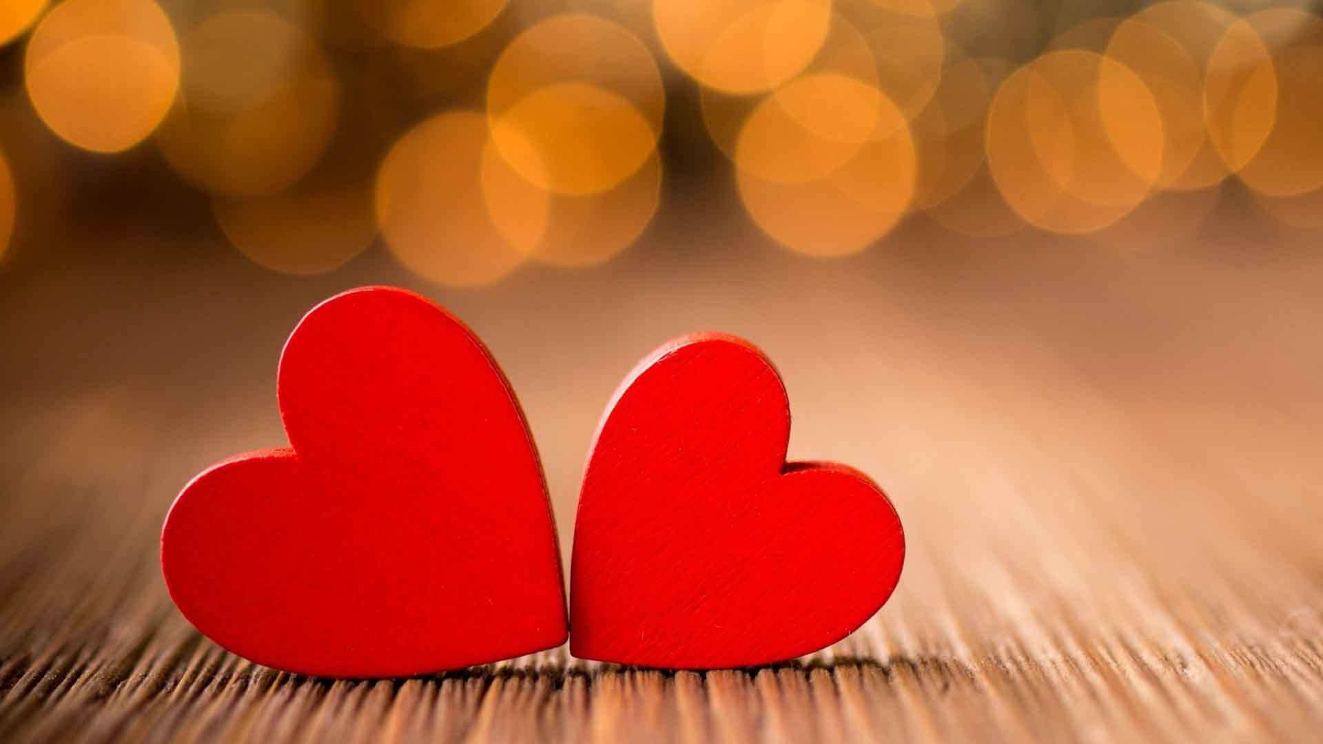Ảnh trái tim chạm nhau