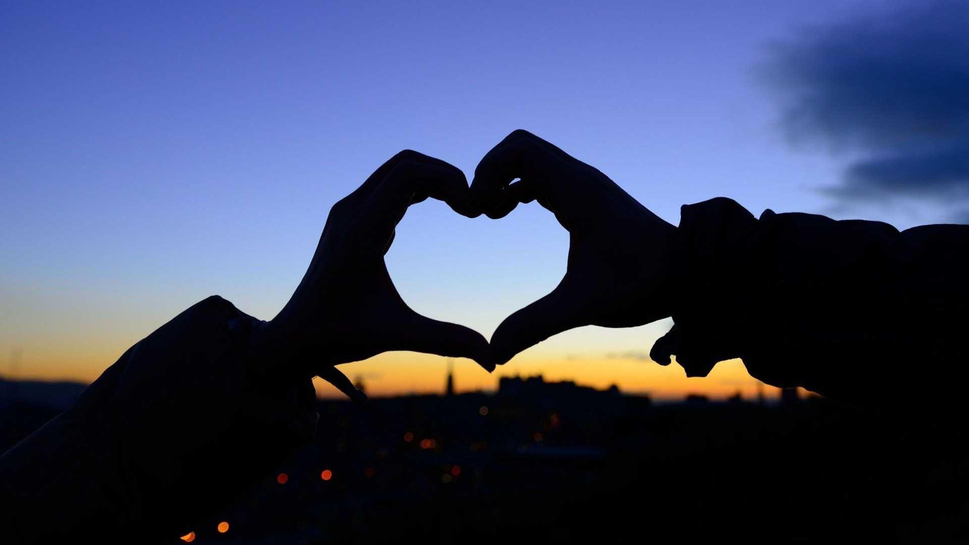 Hình ảnh bàn tay với trái tim