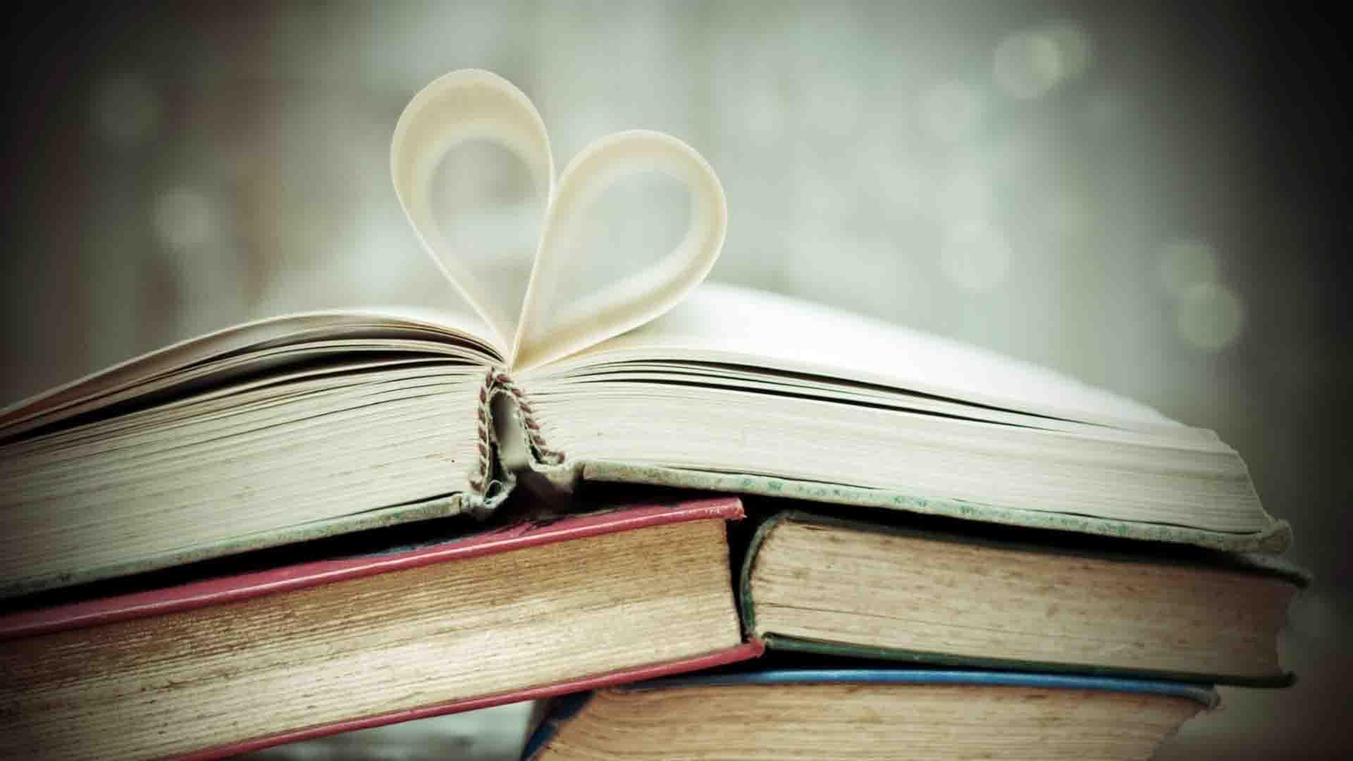 Hình ảnh tờ giấy trái tim