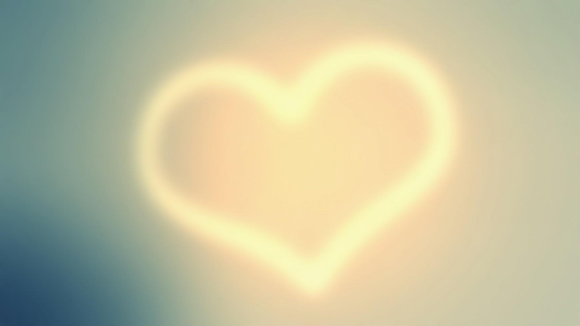 Hình ảnh trái tim mờ ảo