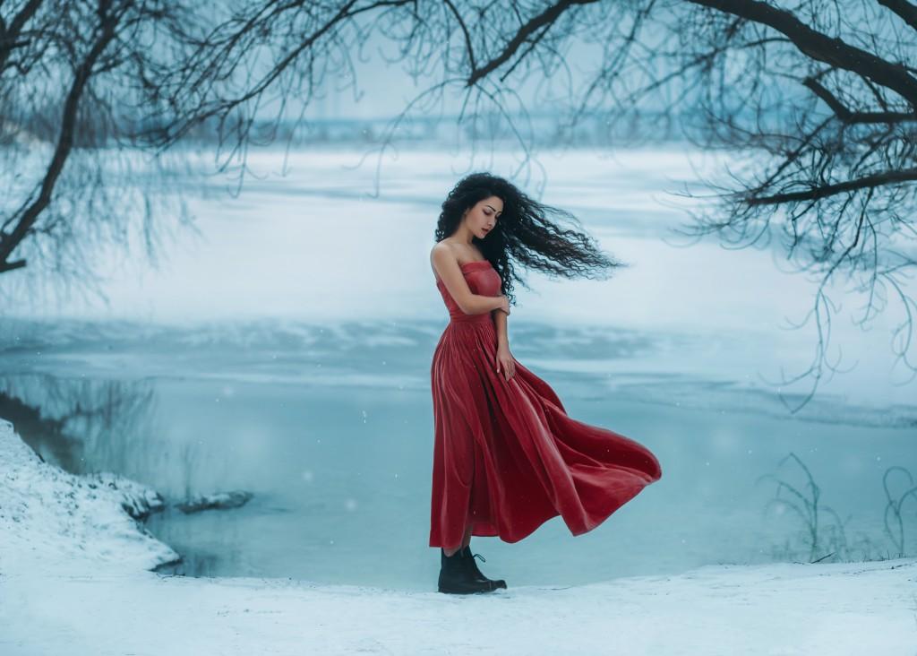 Ảnh đẹp cô gái giữa trời đông buồn