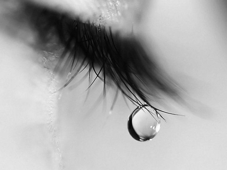 Ảnh đại diện facebook buồn khóc (2)