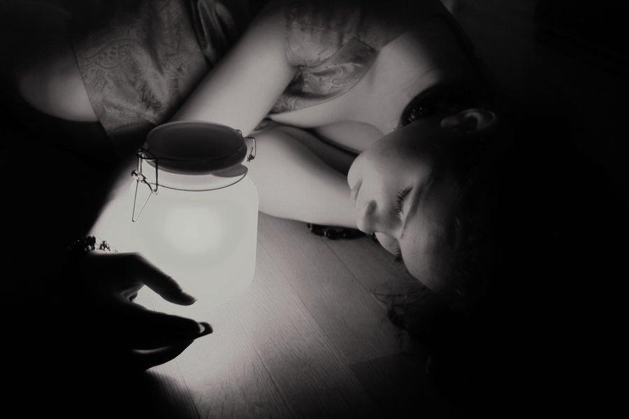 Hình ảnh đại diện facebook tâm trạng buồn của con gái