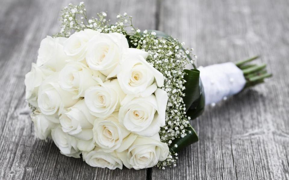 Hình ảnh hoa hồng cưới màu trắng đẹp