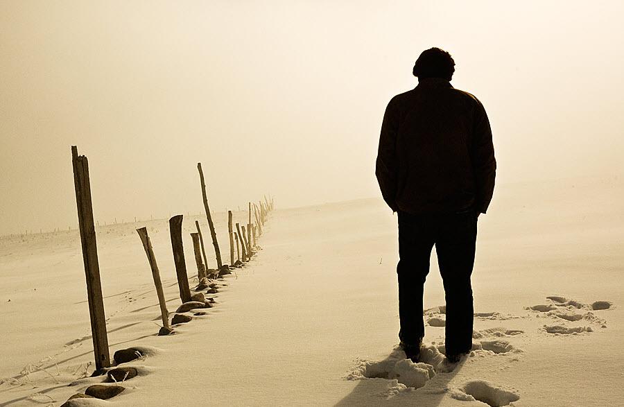 Hình ảnh thất tình người đàn ông cô đơn