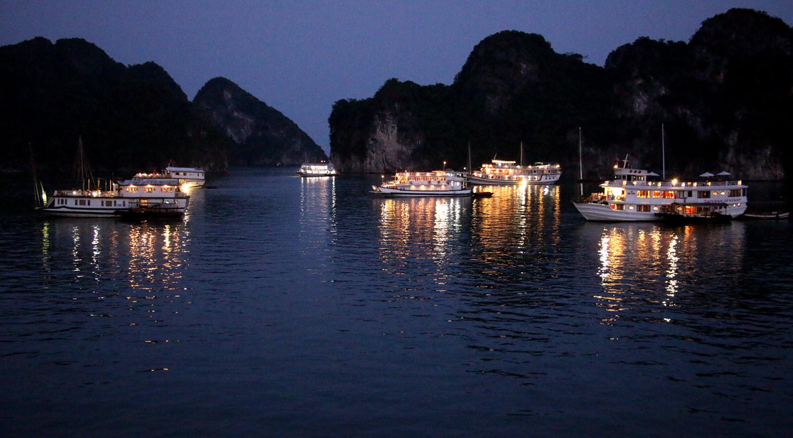 Ảnh đẹp về đêm trên vịnh Hạ Long