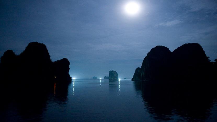 Ảnh đẹp vịnh Hạ Long dưới trăng