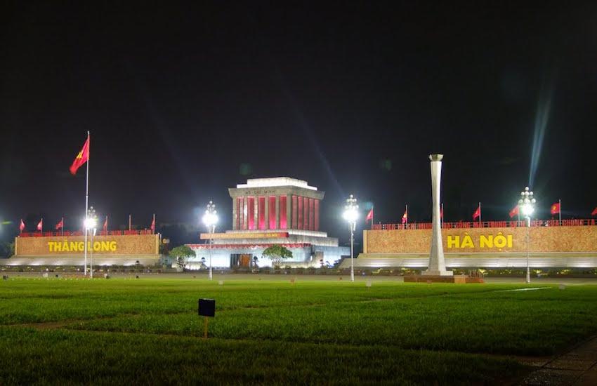 Hình ảnh đẹp lăng Hồ Chí Minh về đêm