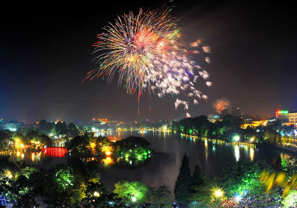 Hình ảnh pháo hoa trên Hồ Gươm-Hà Nội