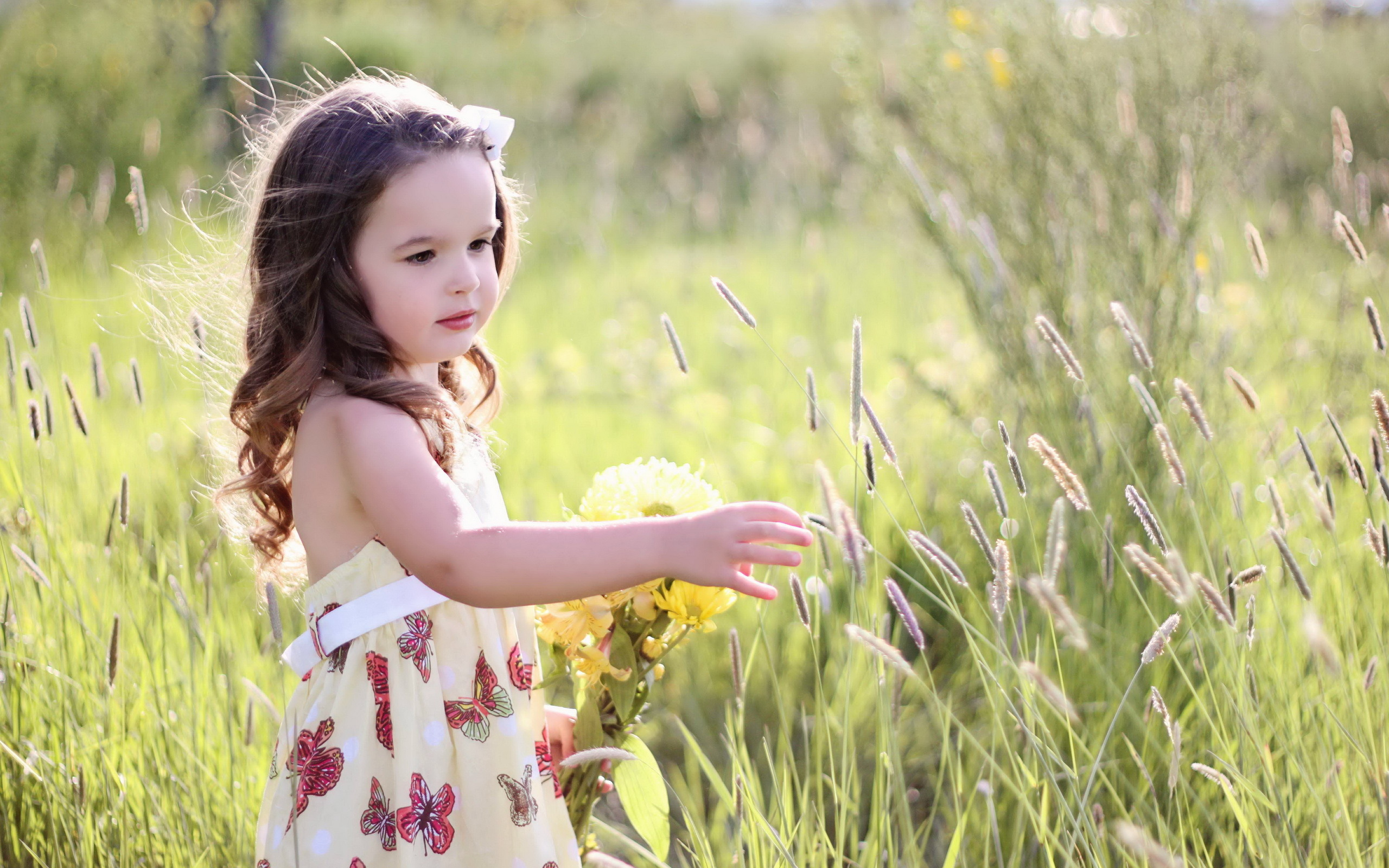 Hình ảnh bé gái xinh xắn đáng yêu
