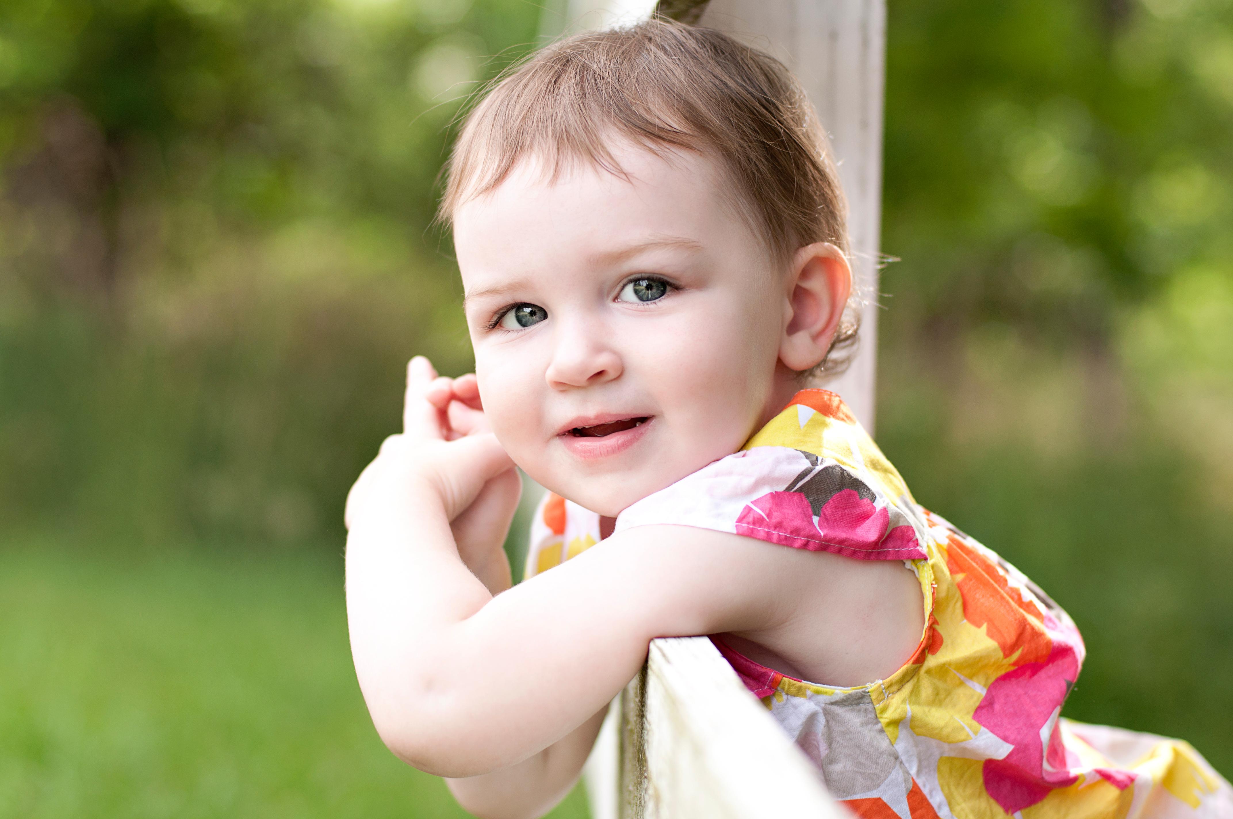 Hình ảnh em bé cute
