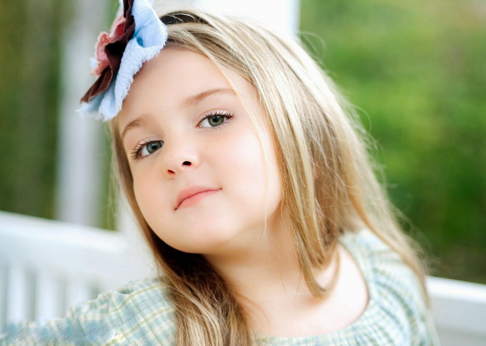 Hình ảnh em bé gái dễ thương