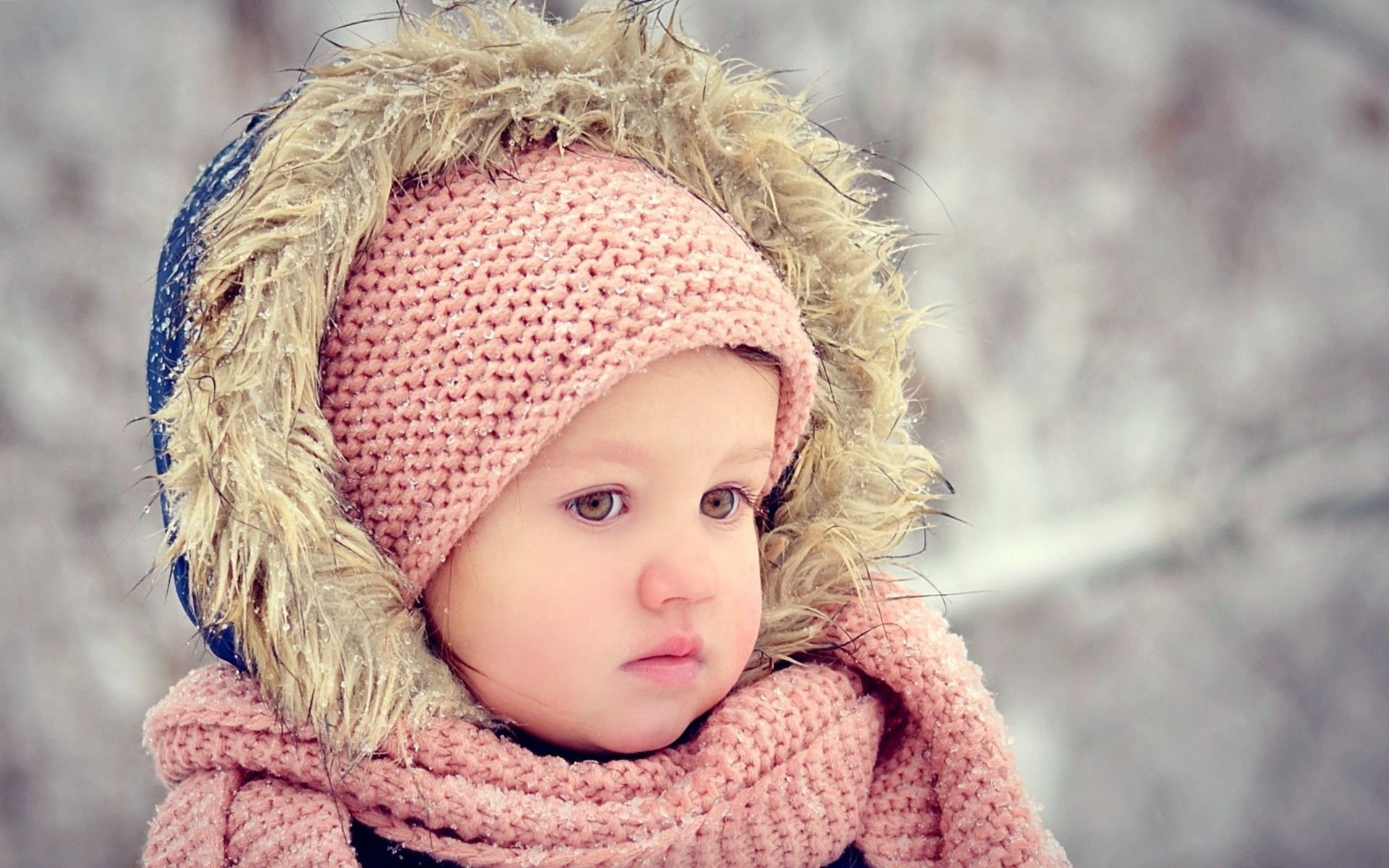 Hình ảnh em bé khóc dễ thương