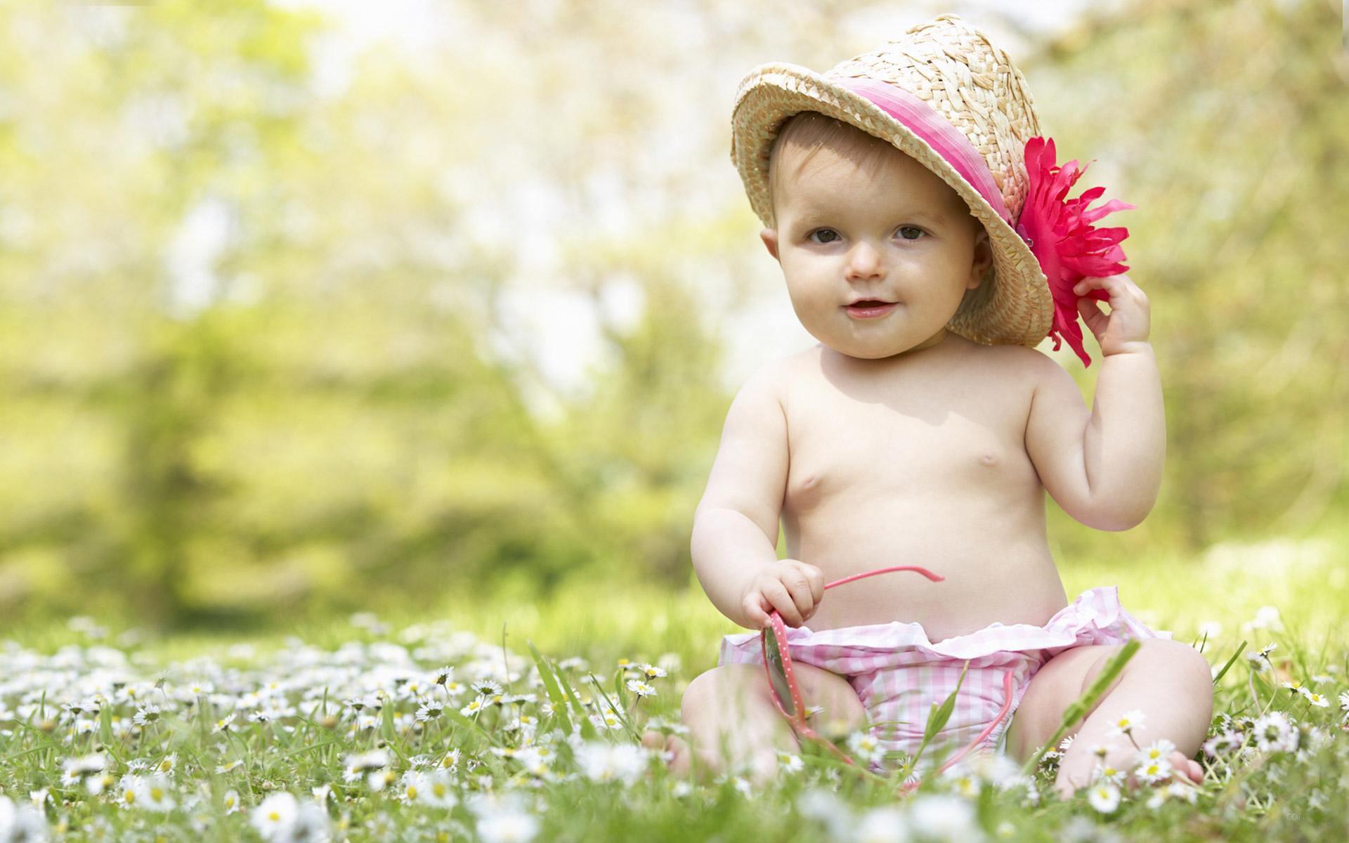 Hình ảnh em bé ngộ nghĩnh dễ thương