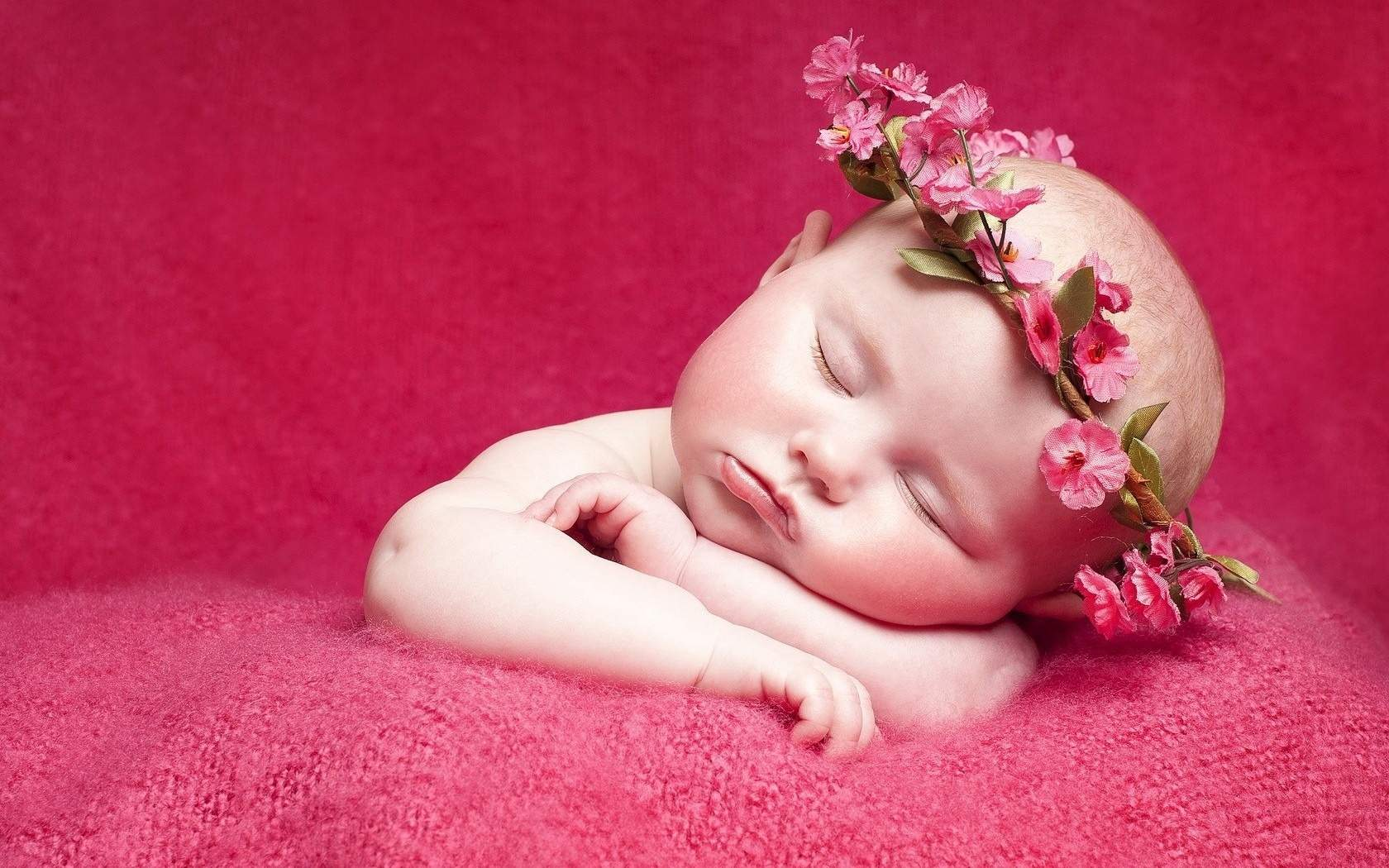 Hình ảnh em bé sơ sinh đáng yêu