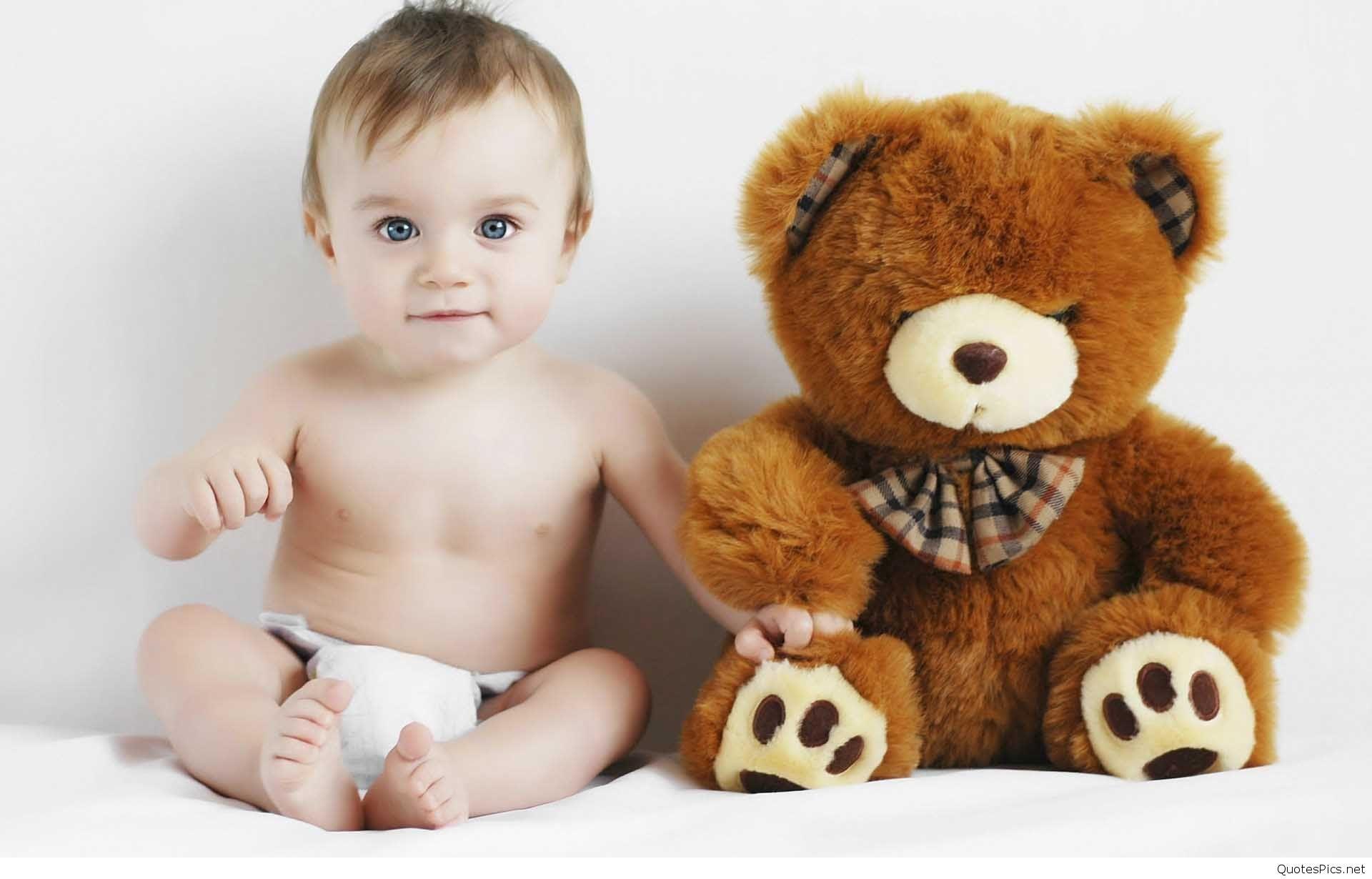 Hình ảnh em bé trai dễ thương