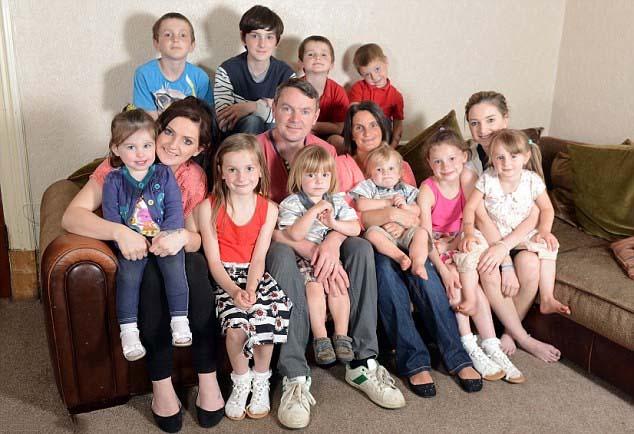 Ảnh gia đình đông con nhất