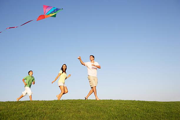 Hình ảnh gia đình vui vẻ, hạnh phúc
