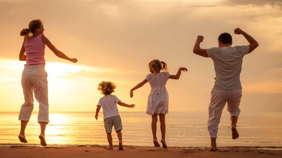 Hình ảnh gia đình vui vẻ
