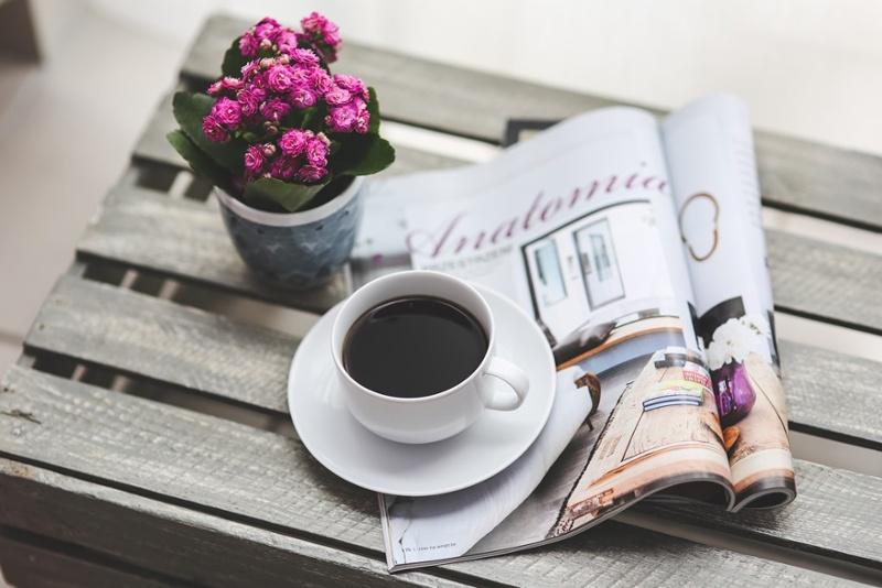 Ảnh đẹp ly cafe trên bàn