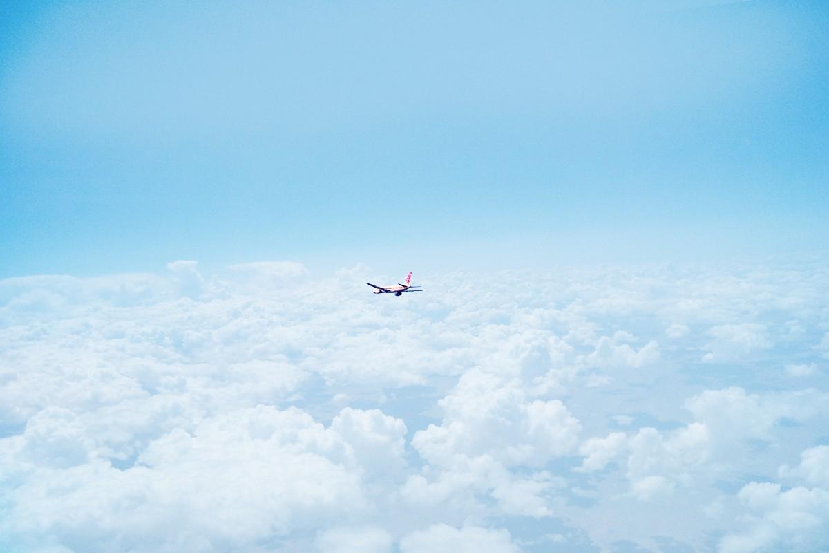 Ảnh đẹp máy bay trên bầu trời xanh
