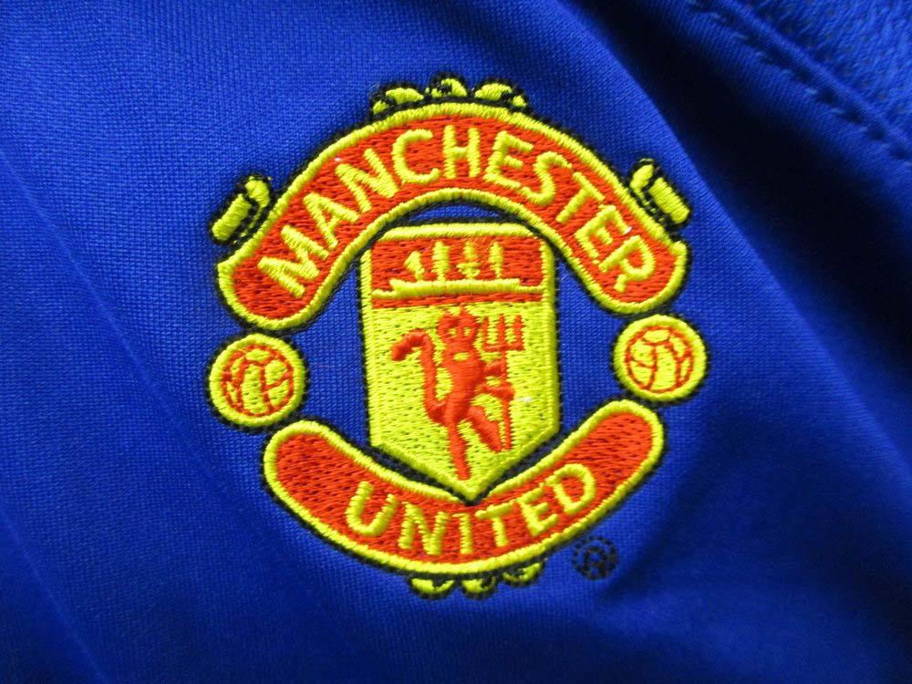 Hình ảnh áo logo MU đẹp