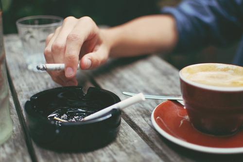 Hình ảnh cafe suy tư