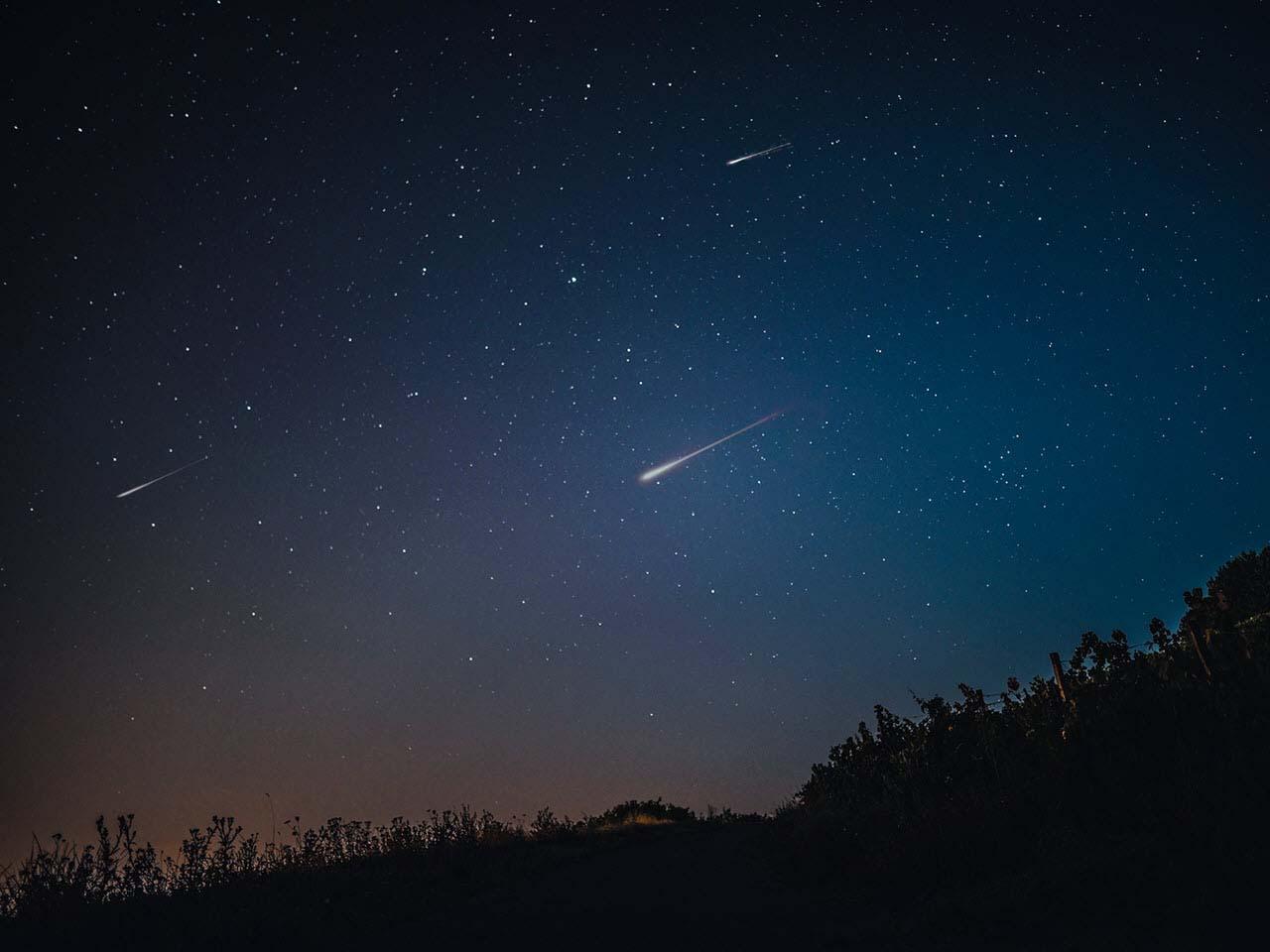 Hình ảnh đẹp bầu trời sao băng đêm