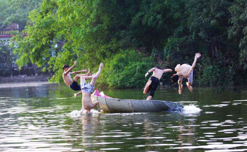 Hình ảnh đẹp vể trẻ em làng quê Việt Nam