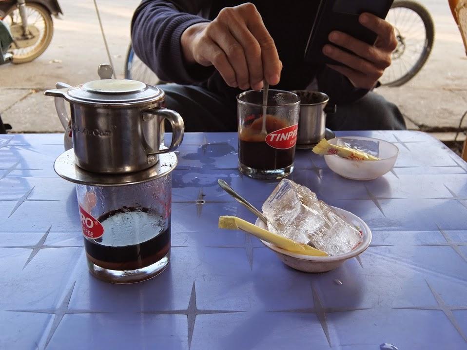 Hình ảnh ly cafe sáng bình dân