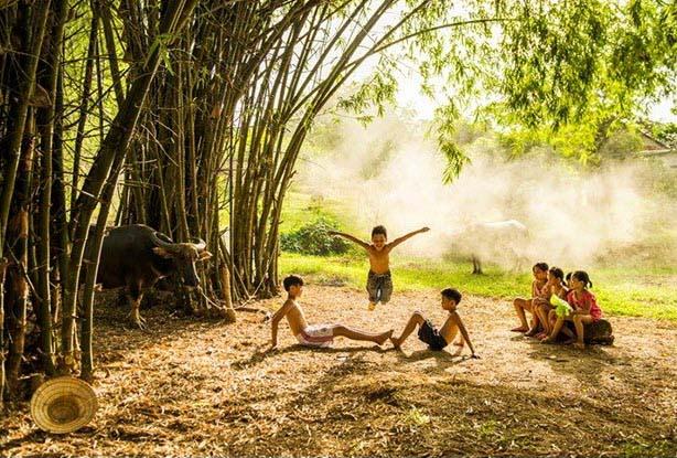 Hình ảnh trẻ em làng quê chơi đùa
