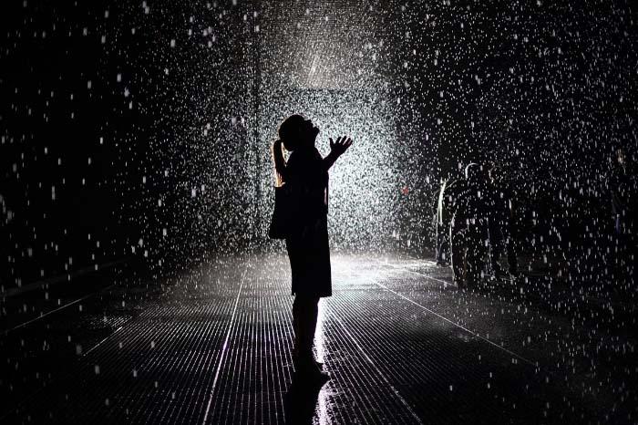 Hình ảnh buồn dưới mưa