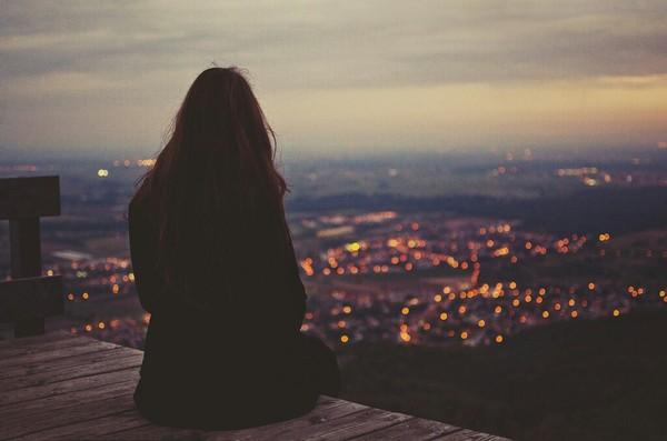 Hình ảnh girl buồn và cô đơn