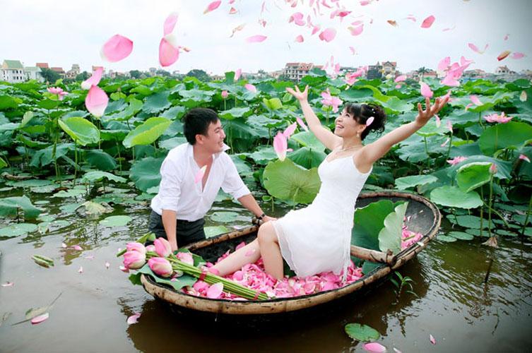 Hình ảnh cưới đầm sen đẹp