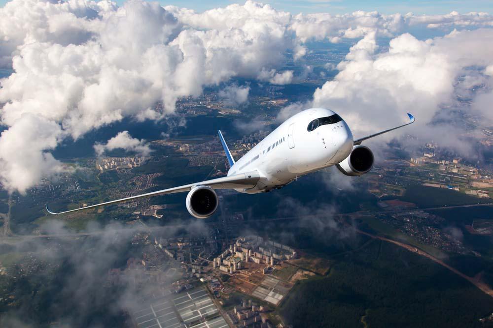 Ảnh đẹp máy bay đang bay trên trời