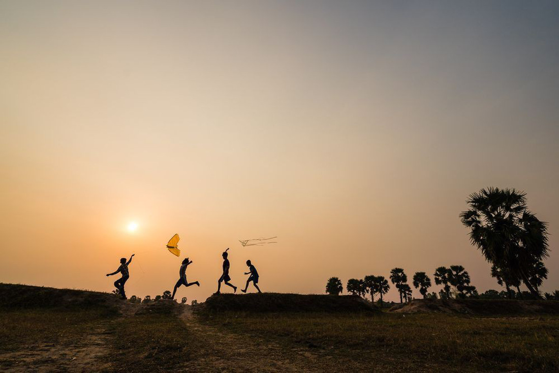Hình ảnh đẹp trẻ em Việt Nam vui đùa