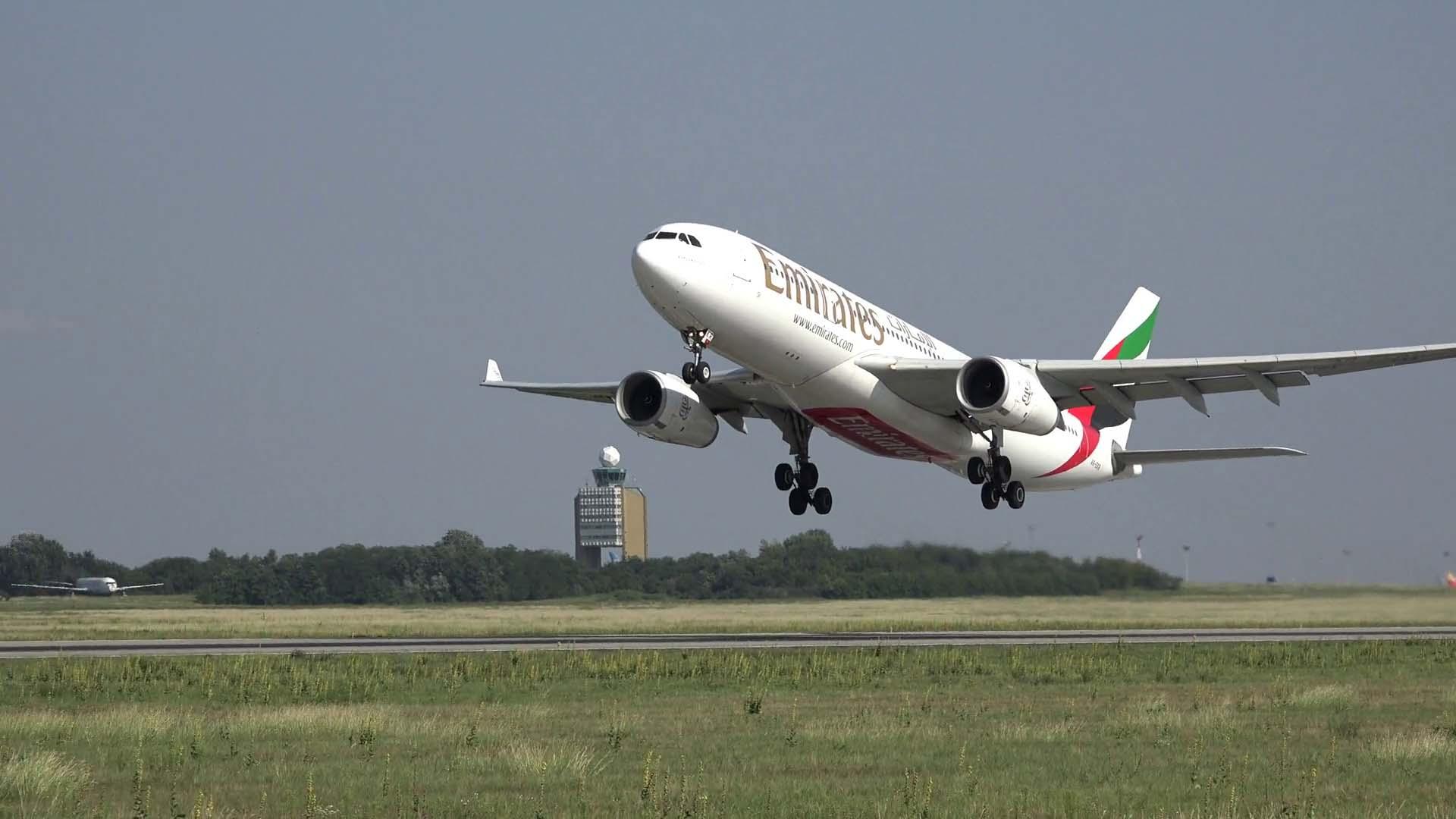 Hình ảnh máy bay cất cánh đẹp nhất