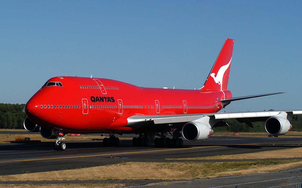 Hình ảnh máy bay đỏ đẹp
