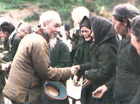 Ảnh bác Hồ với nhân dân