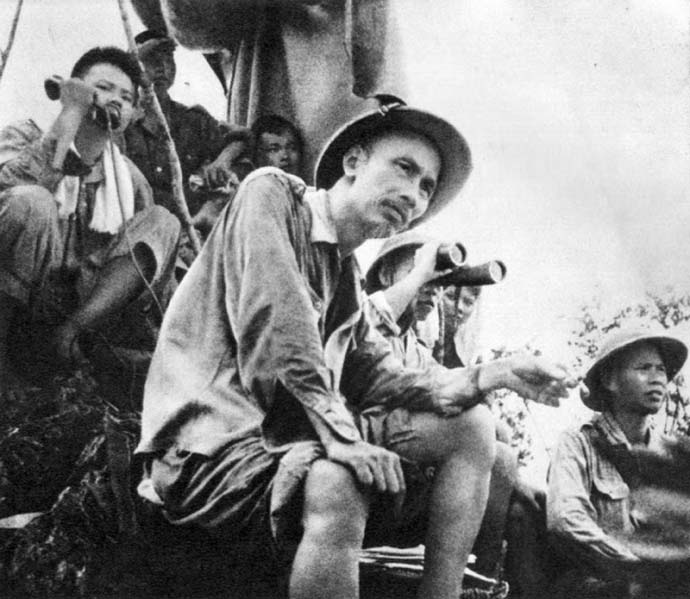 Hình ảnh đẹp bác Hồ với chiến sĩ