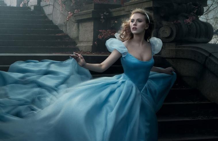 Công chúa lọ lem trong bộ váy xinh đẹp