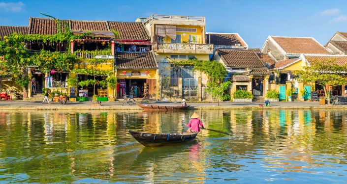 Hình ảnh con người của quê hương Việt nam gắn liền với sông nước