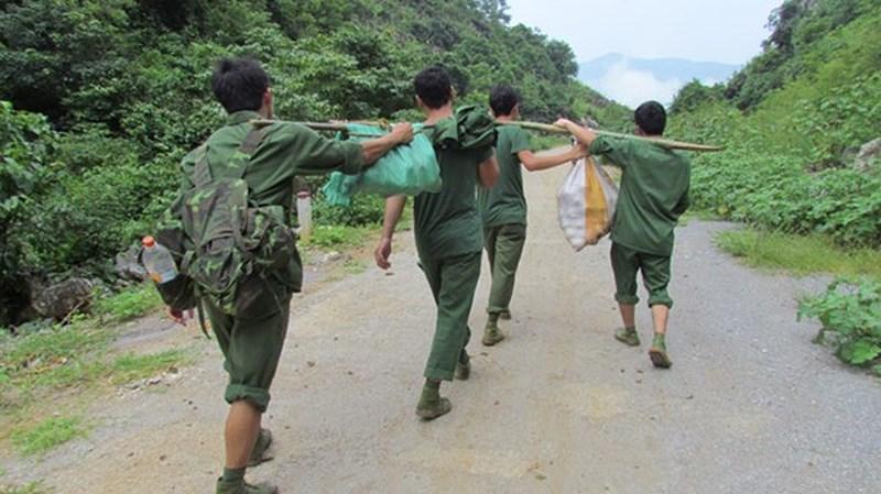 Hình ảnh hài hước của bộ đội biên phòng Việt