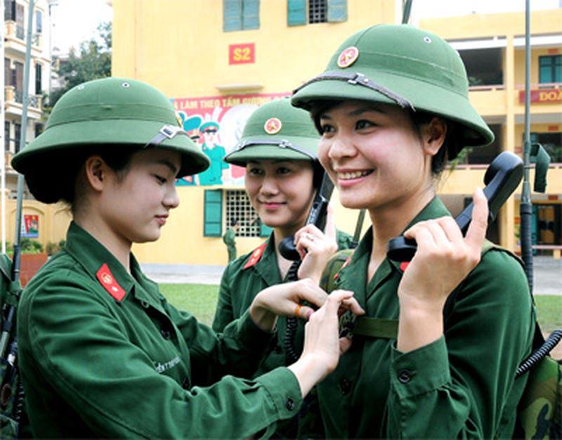 Hình ảnh nữ bộ đội Việt Nam