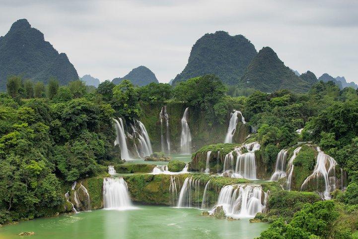 Núi non hùng vĩ ở quê hương Việt nam