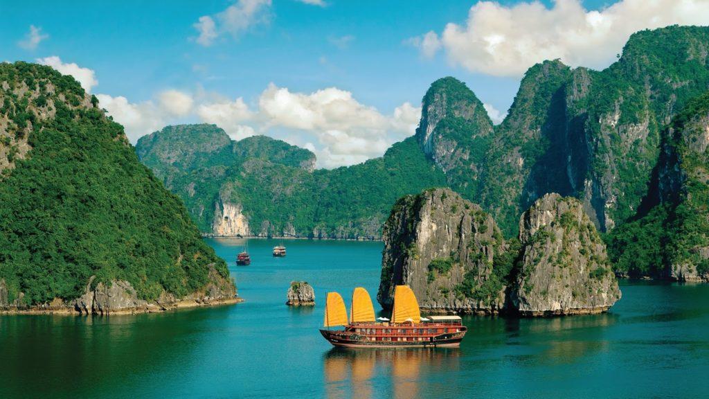 Vịnh hạ long cảnh đẹp và là kì quan của quê hương Việt Nam