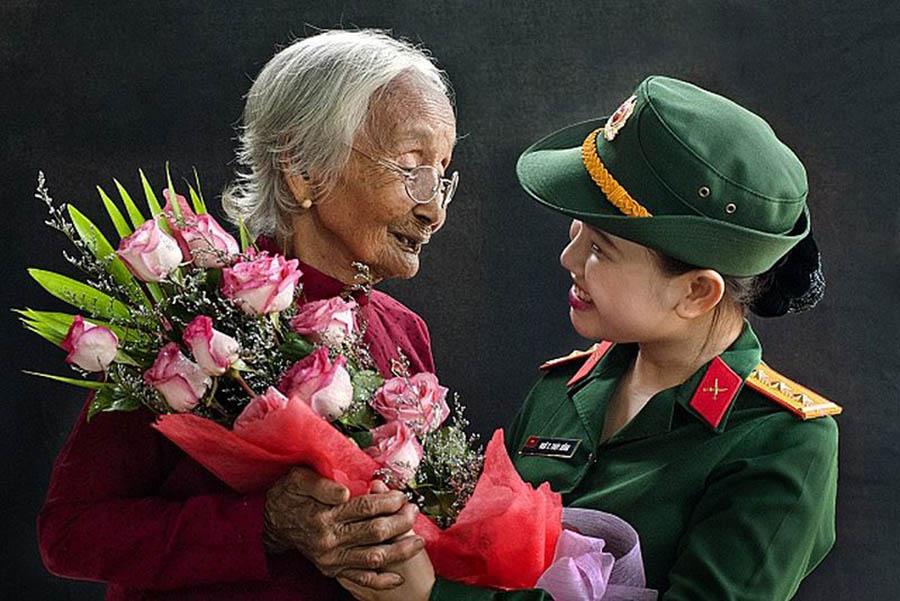 Hình ảnh đẹp nhất về ngày mùng 8-3 hoa tặng mẹ