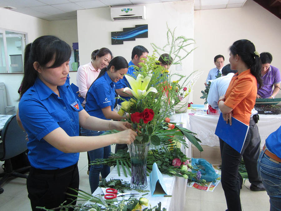 Hình ảnh hội thi cắm hoa chào mừng ngày quốc tế phụ nữ Việt nam