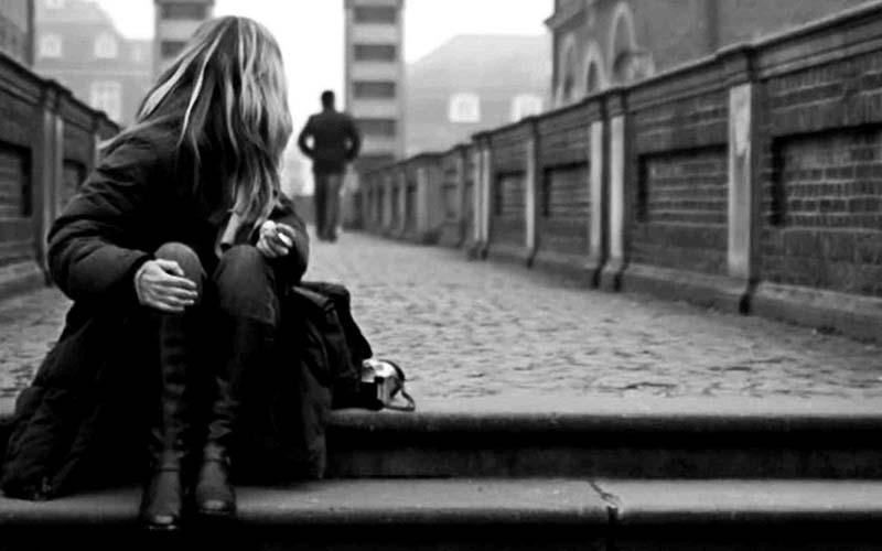 Hình ảnh cô đơn và buồn khi chia tay người yêu